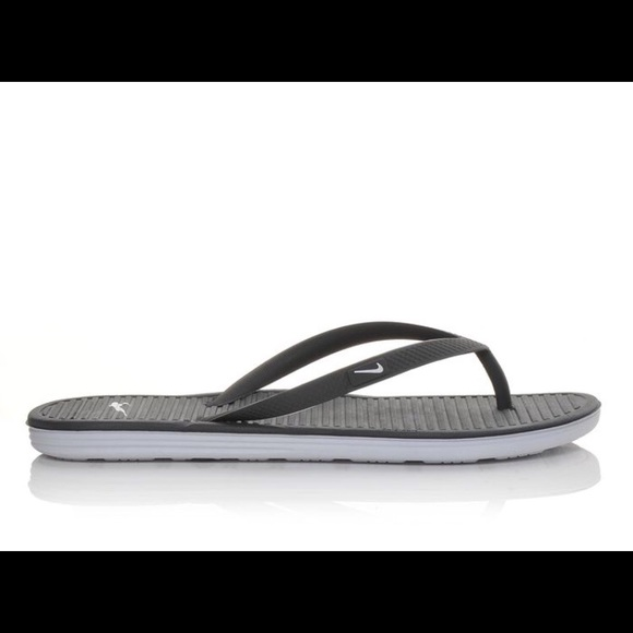 499a213f4816b2 Women s Nike Solarsoft Flip Flops. M 5a90a92150687cc287435d9f